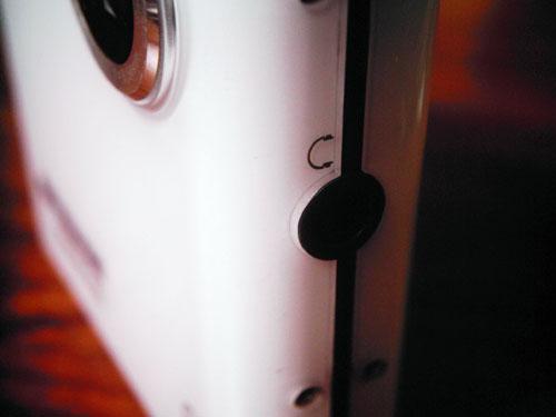 【画像】Polaroid izone 550本体左横にあるイヤホン入力端子
