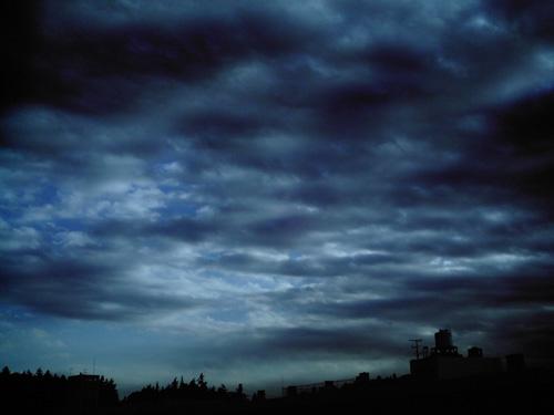 【写真】トイデジ izone 550で撮影した夕方の空と雲