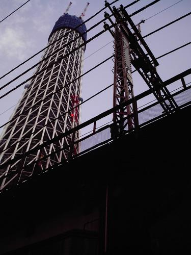 【画像】東京スカイツリーを業平橋付近の高架下からポラデジ izone 550で撮影