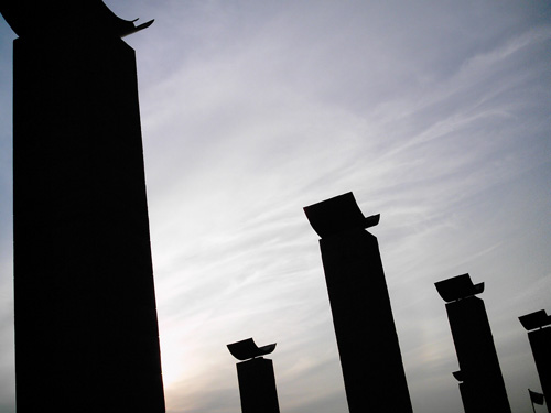 【画像】遺跡のような日産スタジアムの柱