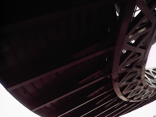 【画像】赤レンガ倉庫近くの風変わりな円形歩道橋