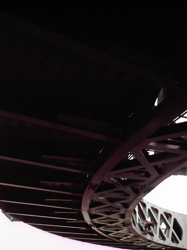 【画像】赤レンガ倉庫近くの円形歩道橋5