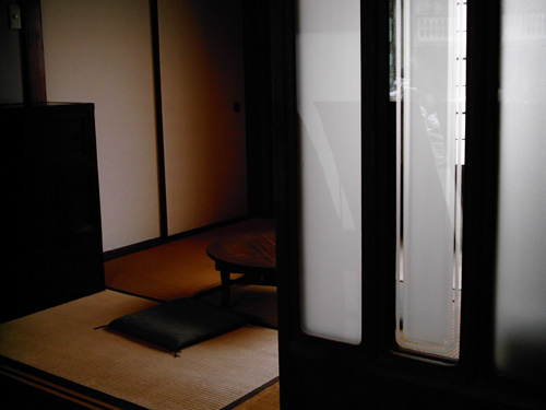 【画像】ポラデジ izone 550で江戸東京たてもの園内の村上精華堂を撮影1