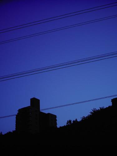 【画像】夕暮れのマンション