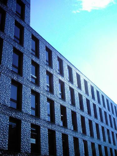【画像】ポラデジ izone 550で撮影したビルと窓