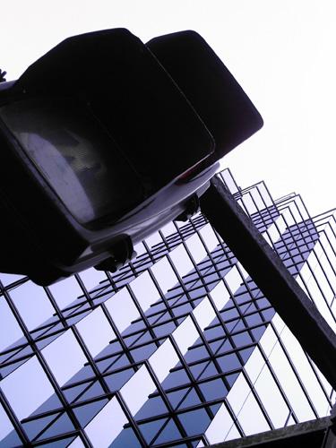 【画像】ポラデジ izone 550で撮影した信号機とビル