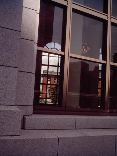 【画像】ポラデジ izone 550で撮影した元第一銀行横浜支店の窓