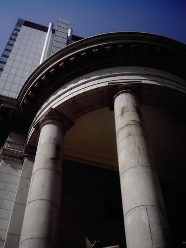 【画像】ポラデジ izone 550で撮影した元第一銀行横浜支店エントランス